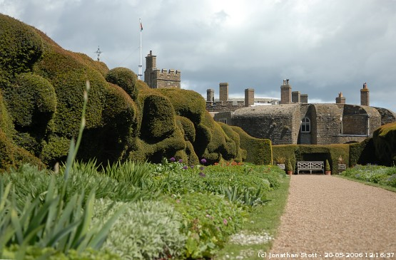 Herbaceous border and yew hedge at Walmer Castle